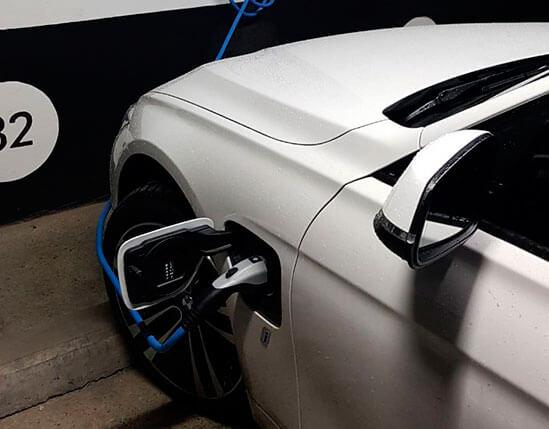 cargador-electrico-para-vehiculo-hibrido